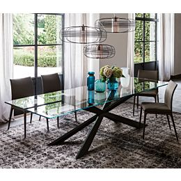 Spyder tavolo con top extrachiaro e base verniciata
