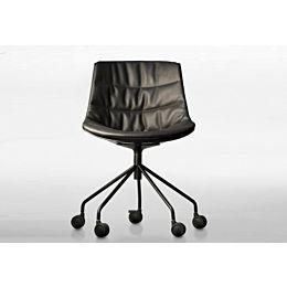 Flow chair imbottita con base girevole su ruote