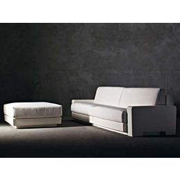 One divano 2 posti con 2 braccioli e Luce